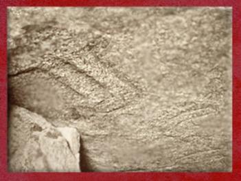 D'après une hache gravée, symbole de Fertilité, Table des Marchand, Locmariaquer, Gravinis, Bretagne, France, période Néolithique. (Marsailly/Blogostelle)