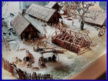 D'après une maquette, reconstitution d'un village Wells, Autriche, période néolithique. (Marsailly/Blogostelle)
