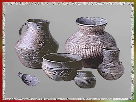 D'après des poteries de Videlles, terre cuite, décor excisé, Essonne, France, âge du Bronze. (Marsailly/Blogostelle)