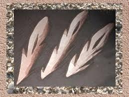D'après des harpons aziliens, bois de renne, Mas-d'Azil, Ariège, France, période Mésolithique. (Marsailly/Blogostelle)