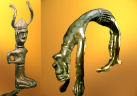 D'après une statuette coiffée de cornes et une figurine de danseur ou d'acrobate, bronze, Danemark, âge de Bronze. (Marsailly/Blogostelle.)