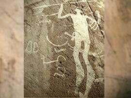 D'après l'art ruperstre de l'âge du bronze en Suède. Guerrier ou divinité à la lance. (Illustration Marsailly/Blogostelle.)