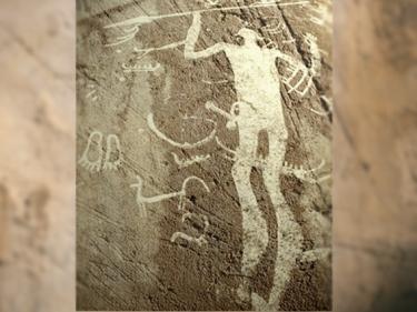 D'après un guerrier ou un dieu, avec lance et épée, art rupestre, Suède, âge du Bronze. (Marsailly/Blogostelle)