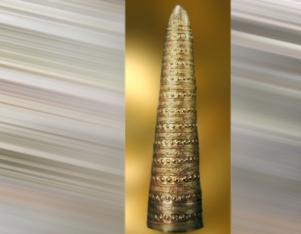 D'après le cône dit d'Aventon en or, possible objet cultuel, vers 1500-1250 ans avjc, Vienne, France, âge du Bronze. (Marsailly/Blogostelle)
