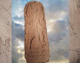 D'après le dieu Baal de l'Orage et le roi, Ugarit, milieu IIe millénaire avjc, Syrie. (Marsailly/Blogostelle.)