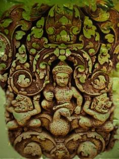 D'après le dieu Varuna, Seigneur de l'Océan, sur son Oie Hamsa, Banteay Srei, Xe siècle apjc, Angkor, Cambodge. (Marsailly/Blogostelle)