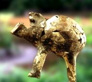 D'après un récipient néolithique thériomorphe, en forme de taureau, vers 4500 ans avjc. (Marsailly/Blogostelle.)