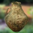 D'après une poterie de Videlles, terre cuite, décor excisé, Essonne, France, âge du Bronze. (Marsailly/Blogostelle)