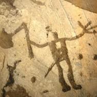 D'après un guerrier, chef ou divinité, armé d'une hache en forme de navire (naviforme), Suède, âge du Bronze. (Marsailly/Blogostelle)