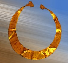 D'après une lunule en or, parure, Allemagne. âge du Bronze. (Marsailly/Blogostelle)