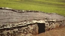 D'après une maison de type Fontbouisse, période chalcolithique, IIIe-IIe millénaires avjc, Languedoc, France, Chalcolithique-âge du Bronze. (Marsailly/Blogostelle)