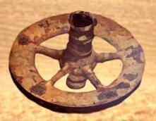 D'après une roue moulée en bronze, entre 1900 ans avjc et 750 ans avjc environ, âge du Bronze. (Marsailly/Blogostelle)