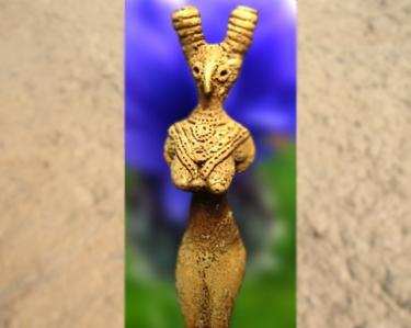 D'après une statuette féminine, terre cuite,vallée de l'Indus, IVe -IIIe millénaire avjc, période Néolithique, Inde ancienne. (Marsailly/Blogostelle)