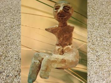 D'après une statuette féminine,Ve millénaire avjc,période Néolithique. (Marsailly/Blogostelle)