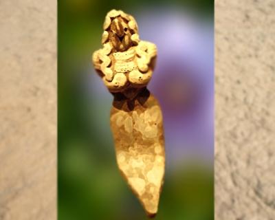 D'après une figurine souriante, terre cuite, IVe -IIIe millénaire avjc,Vallée de l'Indus,Pakistan actuel,période Néolithique,Inde ancienne. (Marsailly/Blogostelle)