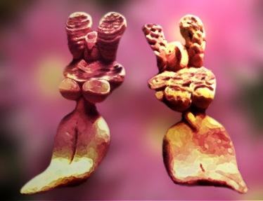 D'après deux statuettes féminines, terre cuite, vers 3000 ans avjc,Vallée de l'Indus,Pakistan actuel,période Néolithique,Inde ancienne. (Marsailly/Blogostelle)