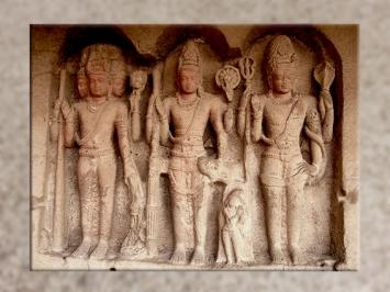 D'après Brâhma, Shiva (ou Çiva) et Vischnu, qui forment la trinité suprême hindoue, la Trimurti, Ellora, VIe siècle apjc - VIIIe siècle apjc, Maharashtra, Inde ancienne. (Marsailly/Blogostelle)