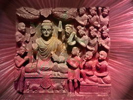 D'après Le Premier Sermon du Buddha, un relief sculpté, époque Kushâna, vers IIe siècle apjc, Inde du Nord. (Marsailly/Blogostelle.)