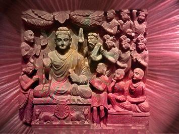 D'après Le Premier Sermon du Buddha,relief sculpté, époque Kushâna, vers IIe siècle apjc, Nord, Inde ancienne. ( Marsailly/Blogostelle)