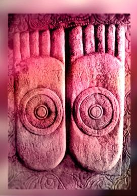 D'après Les Empreintes du Buddha sculptées, art d'Amaravatî, dynastie Satavahana, vers Ier-IIe siècles apjc. (Marsailly/Blogostelle.)