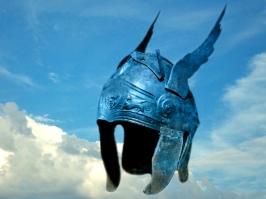 D'après un casque grec en bronze, IVe siècle avjc, Grèce antique. (Marsailly/Blogostelle.)