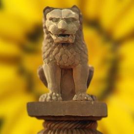 D'après le chapiteau de la colonne de Vaisâlî, lion assis, IIIe e avjc, Bihar, Nord, style Maurya, Inde ancienne. (Marsailly/Blogostelle)