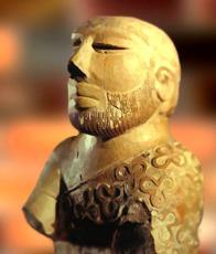 D'après un buste en ronde bosse d'homme barbu, fin du IIIe millénaire avjc, Mohenjo-Daro. (Marsailly/Blogostelle.)