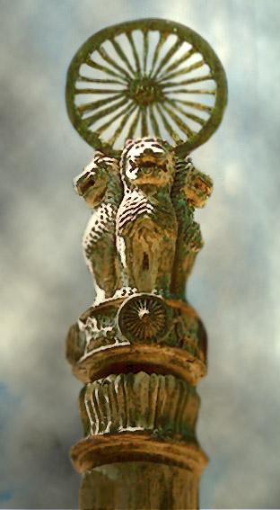D'après une réplique de la colonne d'Açoka de Sârnâth, avec la grande Roue de la Loi ou Roue du Dharma qui surmonte l'ensemble, vers XIIIe siècle, Thaïlande. (Marsailly/Blogostelle)