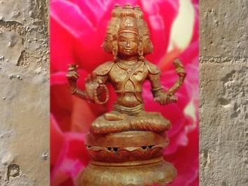 D'après le dieu Brâhma sur le lotus, statuaire du Sri Lanka. (Marsailly/Blogostelle)