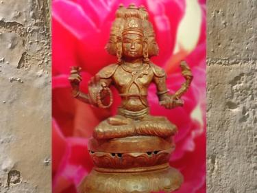 D'après le dieuBrâhmasur le lotus, statuaire du Sri Lanka. (Marsailly/Blogostelle)