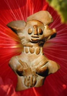 D'après une petite statue en terre cuite, Mohenjo-Daro, vers 2500-1800 avjc. civilisation de l'Indus, Inde ancienne. (Marsailly/Blogostelle)