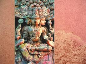 DD'après le thème de Brâhma - Prajâpati, régénéré après son épuisement. (Marsailly/Blogostelle.)