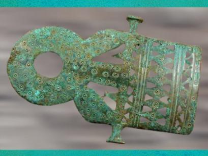 D'après une attache de ceinture, bronze période de Hallstatt, art Celte, premier âge du Fer (Marsailly/Blogostelle)