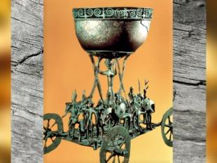 D'après le char en bronze de Strettweg, civilisation de Hallstatt, Autriche, art celte, premier âge du Fer. (Marsailly/Blogostelle)
