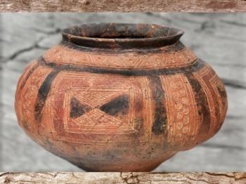 D'après un vase, terre cuite peinte, style de Hallstatt,  art Celte, premier âge du Fer. (Marsailly/Blogostelle)