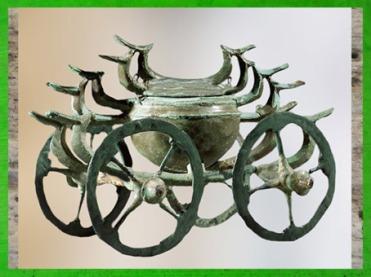 D'après un char cultuel, bronze, vers 800 avjc, civilisation de Hallstatt, art celte, premier âge du Fer. (Marsailly/Blogostelle)