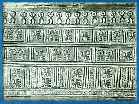 D'après la plaque de ceinture de Böblingen, bronze, détail, Bade Wurtemberg, Allemagne, période de Hallstatt, âge du Fer, art Celte. (Marsailly/Blogostelle)