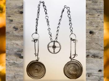 D'après une parure en bronze à spirales, début Xe siècle avjc, fin âge du Bronze, style celtique. (Marsailly/Blogostelle)