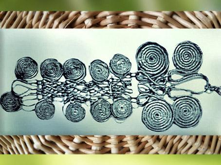 D'après une grande pendeloque à spirales, art Celte, premier âge du Fer. (Marsailly/Blogostelle)
