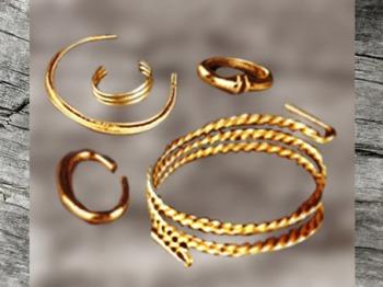 D'après des bijoux en or, vers 800 avjc,Saint- Romain-de-Jalionas, Rhône-Alpes et Saint- Brieuc, Bretagne, France, art celte, période de Hallstatt, premier âge du Fer. (Marsailly/Blogostelle)