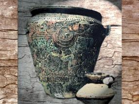 D'après un vase italique, bronze, mobilier funéraire, tombe celte de Saint-Romain-de-Jalionas, XIXe-VIIIe siècle avjc, premier âge du Fer. (Marsailly/Blogostelle)