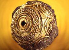 D'après une perle de pendentif en or filigrané, tombe de la Dame de Heuneburg, VIe siècle avjc, premier âge du Fer, Allemagne. (Illustration Marsailly/Blogostelle.)