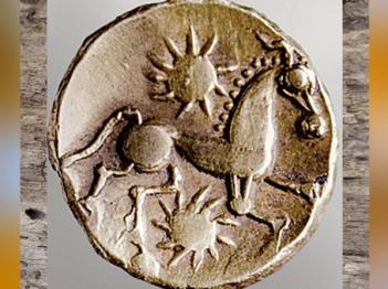 D'après un statère gaulois, décor cheval et symboles solaires, IIe-Ie siècle avjc, Rouen, La Tène, Gaule celtique. (Marsailly/Blogostelle)