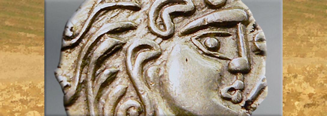 D'après un statère celte, ouverture, Bibracte. (Marsailly/Blogostelle)