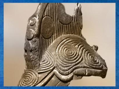 D'après le masque esprit d'une jeune défunte, détail des spirales, Igbo Agbogho Mmuo, Nigéria, XIXe-XXe siècle. (Marsailly/Blogostelle)