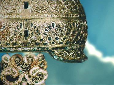D'après le casque d'Agris, fer, bronze, or et corail, style végétal continu,IVe siècle avjc, Charente, Gaule celtique, La Tène, deuxième âge du Fer, art celte. (Marsailly/Blogostelle)