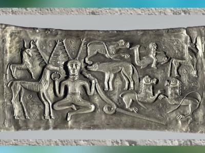 D'après l'univers mythique celtique, chaudron de Gundestrup,or et argent, Ier siècle avjc, Danemark, art celte, âge du Fer. (Marsailly/Blogostelle)