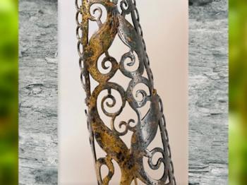 D'après une applique ajourée, bronze, tombe La Bouvandau, Champagne, IVe siècle avjc, La Tène, Gaule celtique, âge du Fer. (Marsailly/Blogostelle)