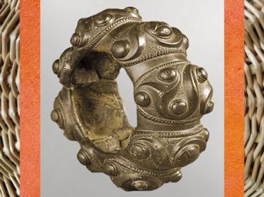 D'après un bracelet, motifs de triskèles, bronze, IIIe siècle avjc, Tarn, France, âge du Fer, La Tène, Gaule celtique. (Marsailly/Blogostelle)
