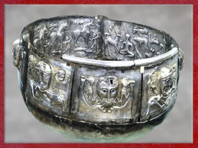 D'après le monde surnaturel celtique, chaudron de Gundestrup, or et argent, Ier siècle avjc, Danemark, art celte, âge du Fer. (Marsailly/Blogostelle)